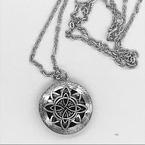 Jewelry - ✨🌟🛍Silver Essential Oil Diffuser Necklace🌟✨🛍